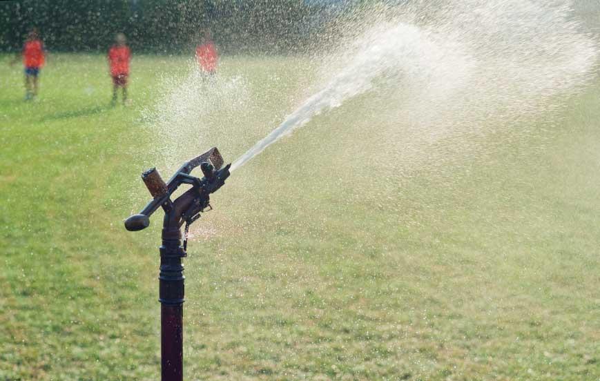 Impianti di irrigazione campi sportivi tennis calcio for Preventivo impianto irrigazione