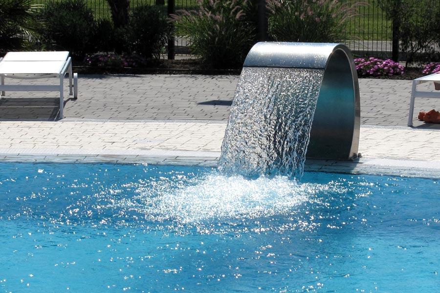 Giochi d 39 acqua for Piscina con cascata