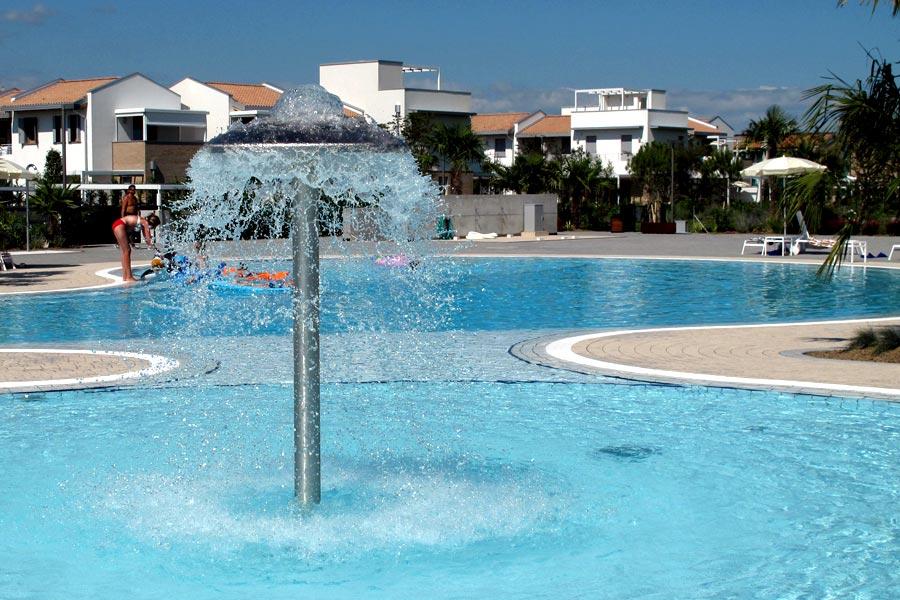 Giochi d 39 acqua for Acqua per piscine