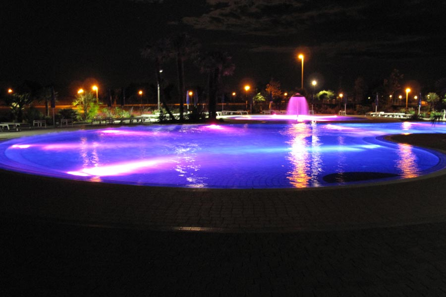 Illuminazione per piscina faretti piscine - Strisce led per bordo piscina ...